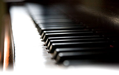 perfect looking keyboard: piano Lessons, Fife